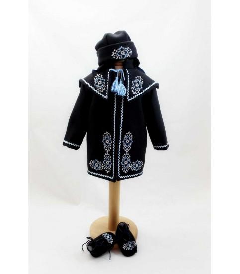 Costum popular botez - set palton caciulita si botine producator Atelierele Cris  349,00Lei