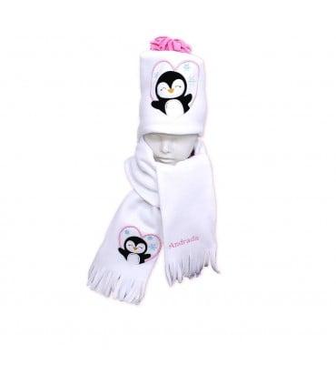 Fular plus caciula personalizate cu broderie pinguin din polar culoare alba producator Atelierele Cris  144,00Lei