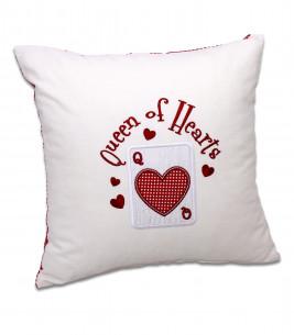 More about Pernă personalizată brodată cadou pentru iubită Queen of Hearts