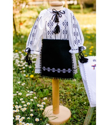 Costum traditional fete botez Irina