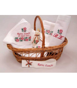 More about Trusou botez traditional broderie floare rosie